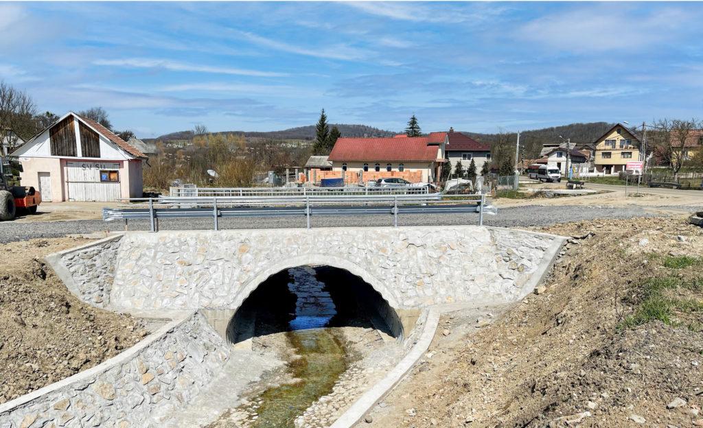 Poduri peste Desnăţui şi Terpeziţa, la Carpen. Model de pod construit de ViaCon România în cartierul Sigmir, din Bistrița Năsăud