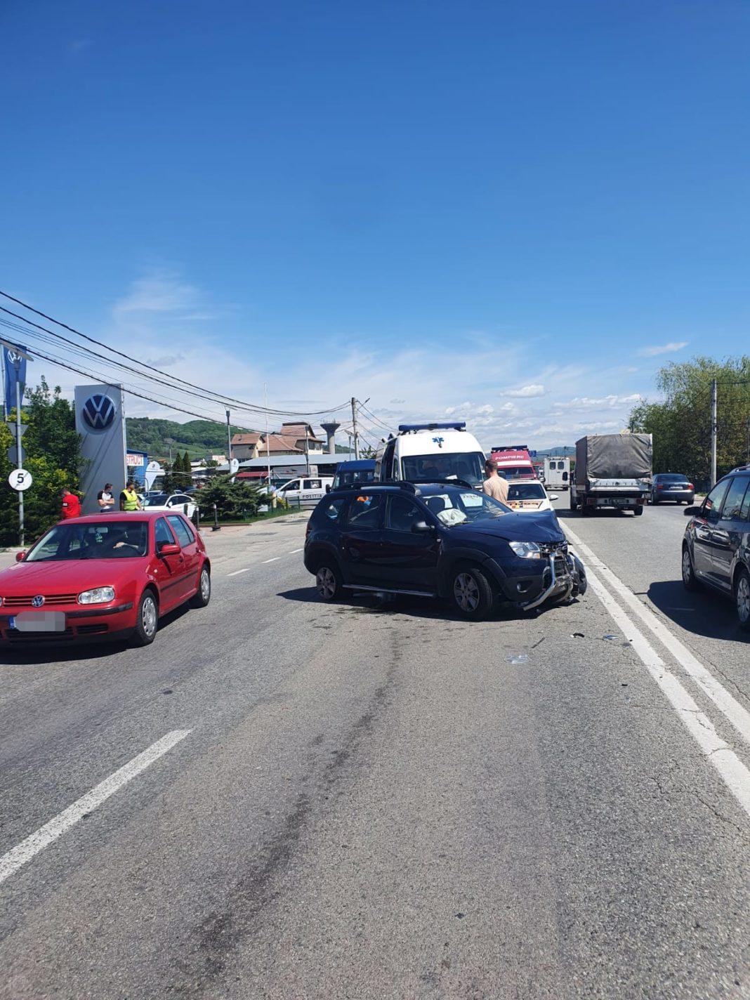 Coliziune între două autoturisme pe DN 64