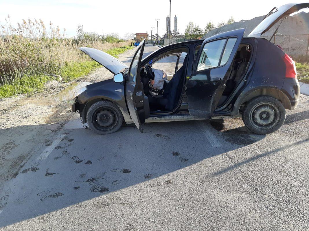 Vâlcea: Patru răniți după ce șoferul unei mașini a intrat într-un cap de pod