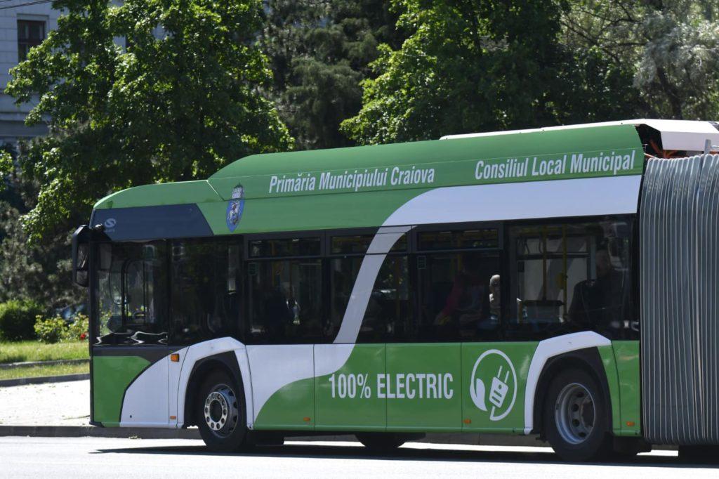 Până să se decidă furnizorul celor 30 de autobuze electrice de 12 metri destinate Craiovei, pe traseele RAT au intrat, de sâmbătă, 13 din cele 16 autobuze electrice articulate achiziționate de la Solaris