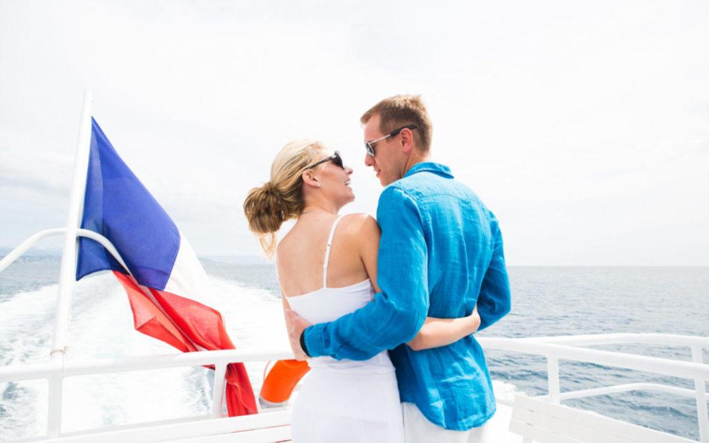 Tineri se pot căsători chiar și pe un yacht