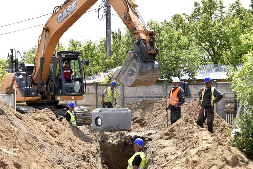 În Craiova continuă lucrările de introducere a reţelei de canalizare, în cadrul Masterplanului de apă şi apă uzată al Doljului