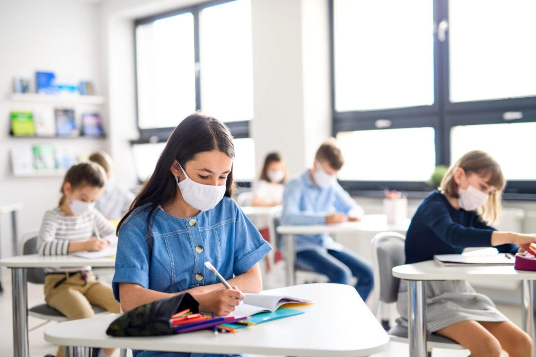 Elevii şi preşcolarii reîncep şcoala