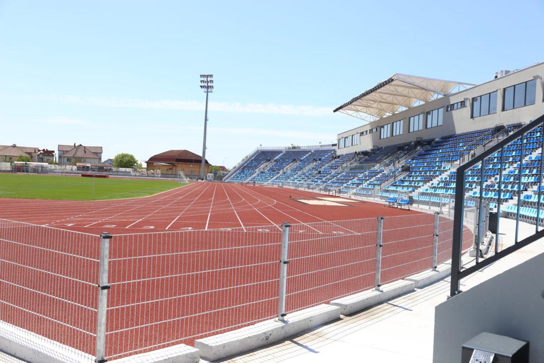 Pentru paza stadionului de atletism din Craiova ar fi nevoie de trei oameni, pentru a fi asigurată supravegherea permanentă a obiectivului