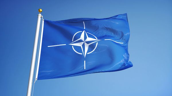 Klaus Iohannis participă luni la summitul NATO, primul la care vine și Joe Biden