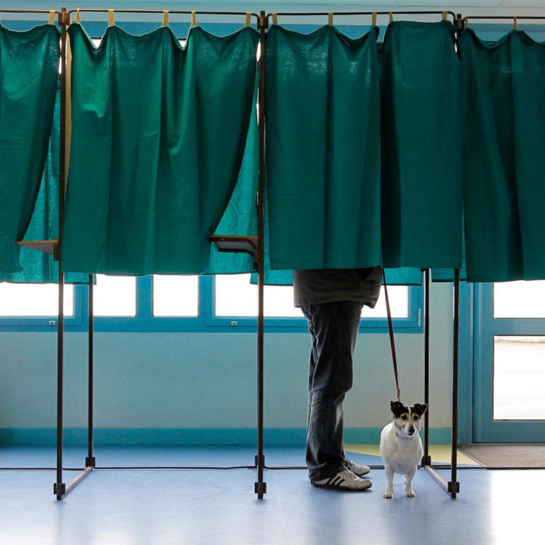 Absenteism istoric la alegerile regionale şi departamentale din Franţa (Foto: France24)