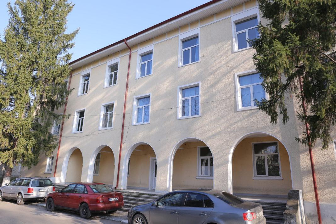 Spitalul Orăşenesc Bălceşti a fost închis în 2011. CNI pune acum pe masă 4,2 milioane de euro pentru reabilitarea, extinderea şi dotarea unităţii medicale din judeţul Vâlcea. Şi, bineînţeles, reînfiinţarea spitalului care deservea 55.000 de oameni.