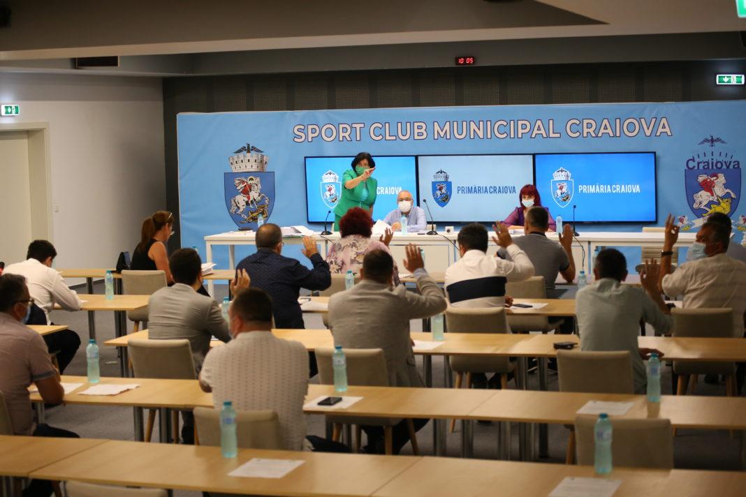 În şedinţa ordinară de joi a Consiliului Local Craiova a existat un singur proiect de hotărâre care a generat discuţii. Restul au fost votate la foc automat, în unanimitate.