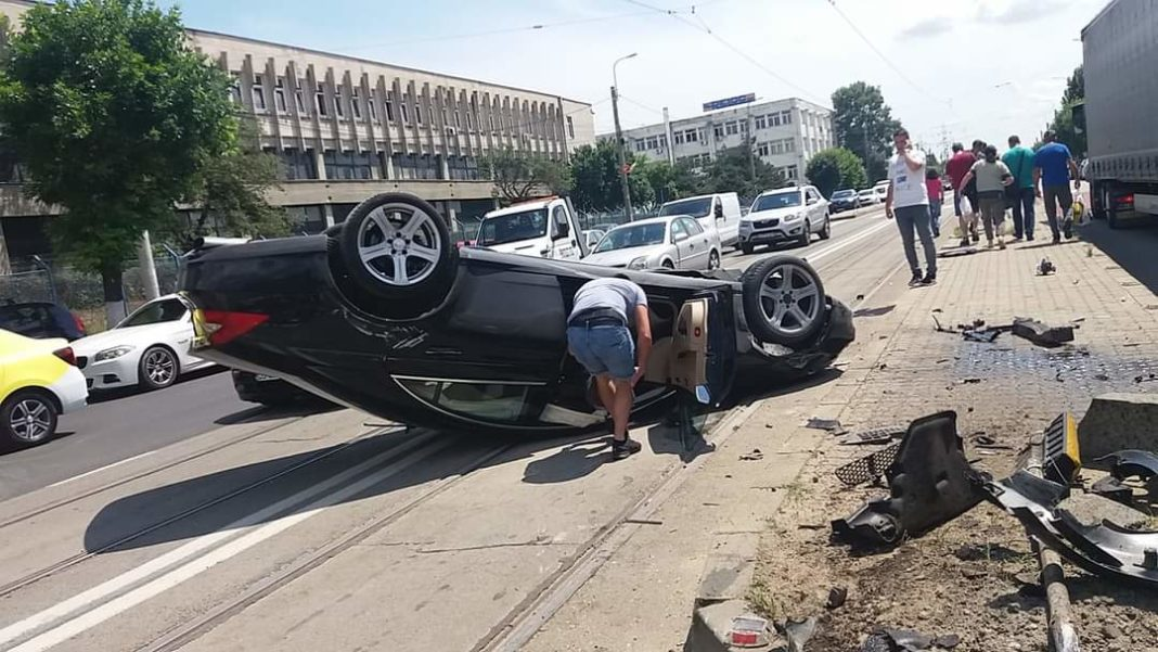 O craioveancă s-a răsturnat cu mașina și a ajuns la spital