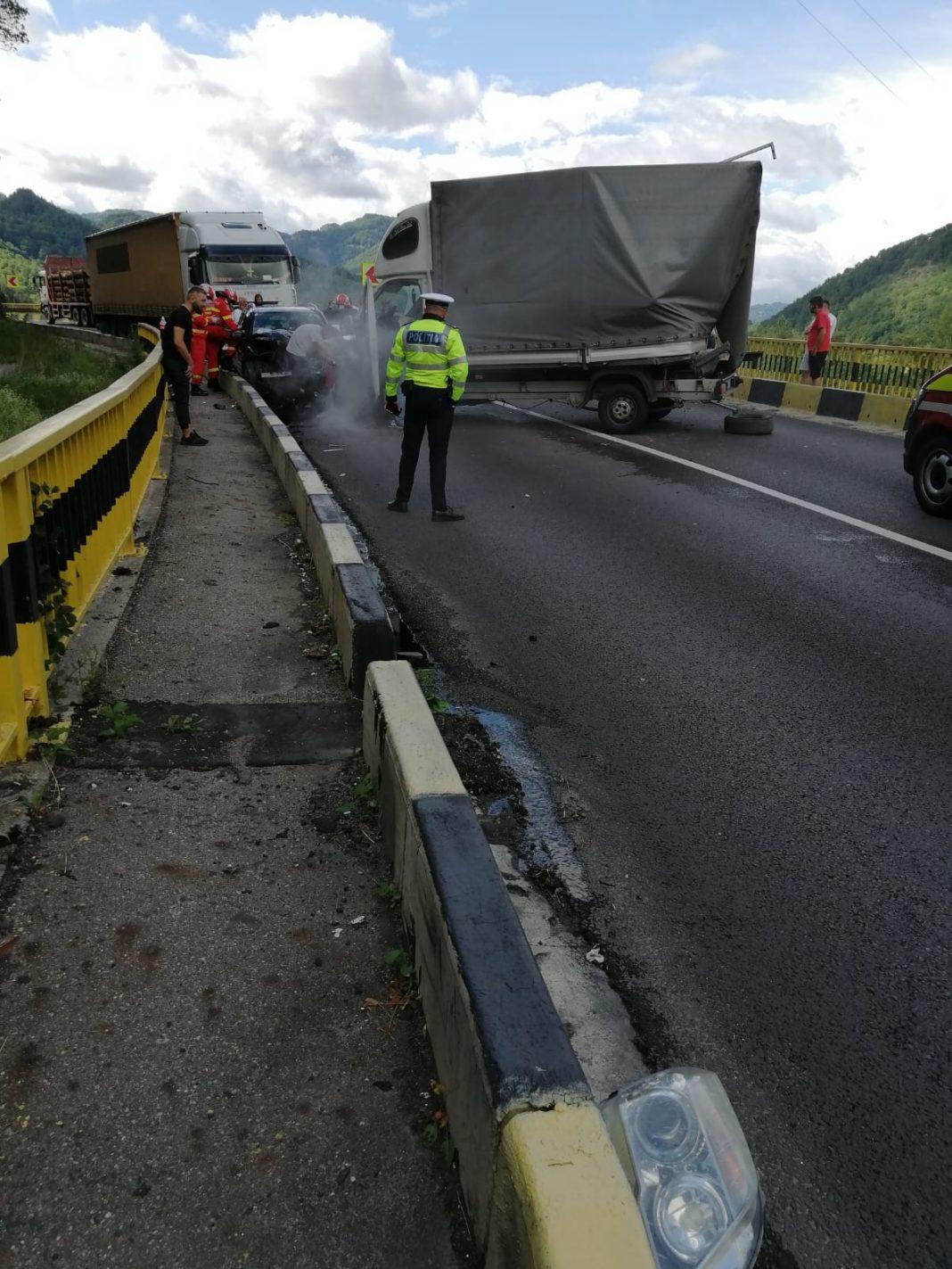 Trafic întrerupt pe DN 7, în urma coliziunii dintre trei autovehicule