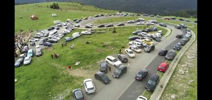 Gorj: Sute de mașini pe Transalpina