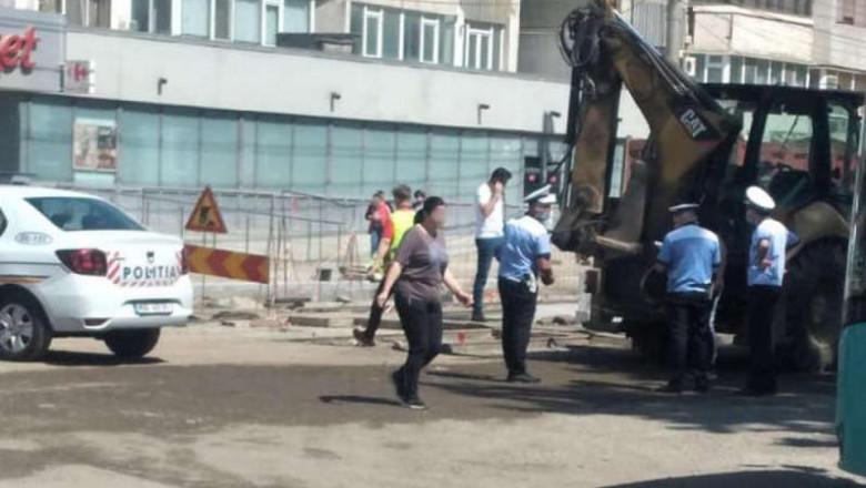 Femeia lovită sâmbătă de excavator a murit în spital