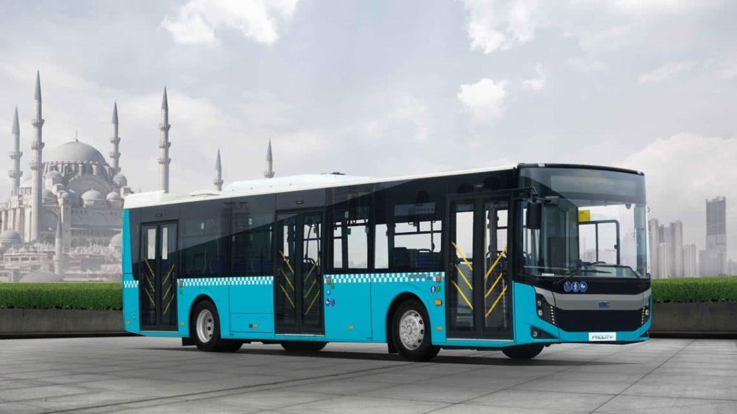 """Primele autobuze electrice BMC vin la Dăbuleni. Autorităţile din """"Patria pepenilor"""" au ales oferta firmei din Turcia pentru trei astfel de autobuze de circa 12 metri. Aşa arată un autobuz electric de dimensiuni medii produs de BMC Truck & Bus."""