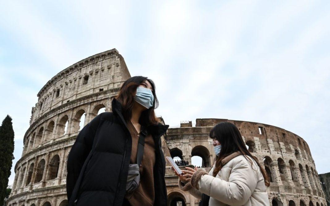 Italia va renunța la purtarea măștii în aer liber din 28 iunie