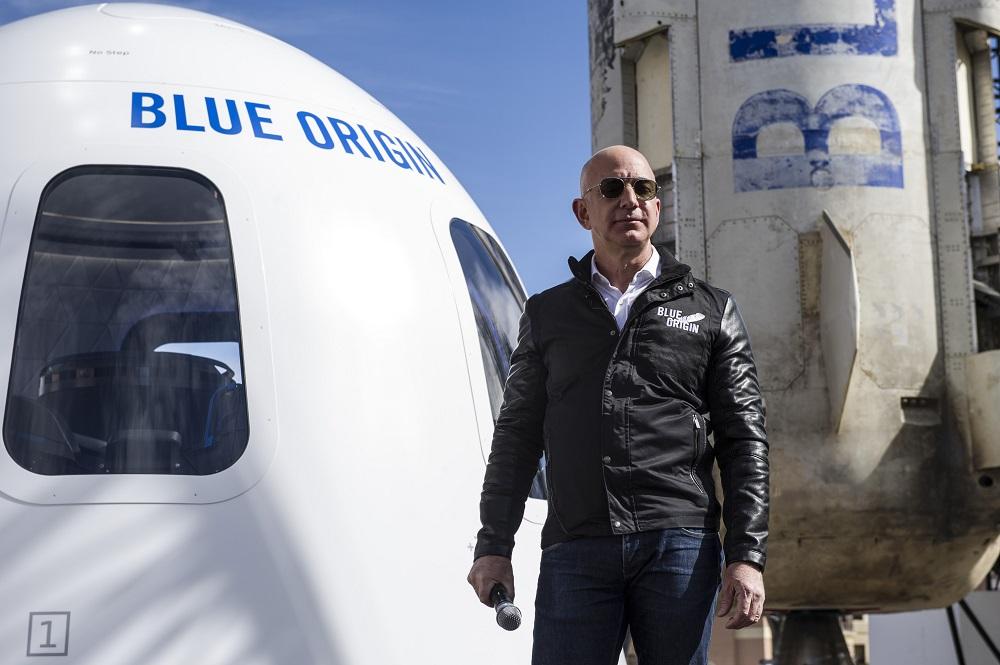 85.000 de oameni au semnat o petiție ca miliardarul Jeff Bezos să rămână în spațiu