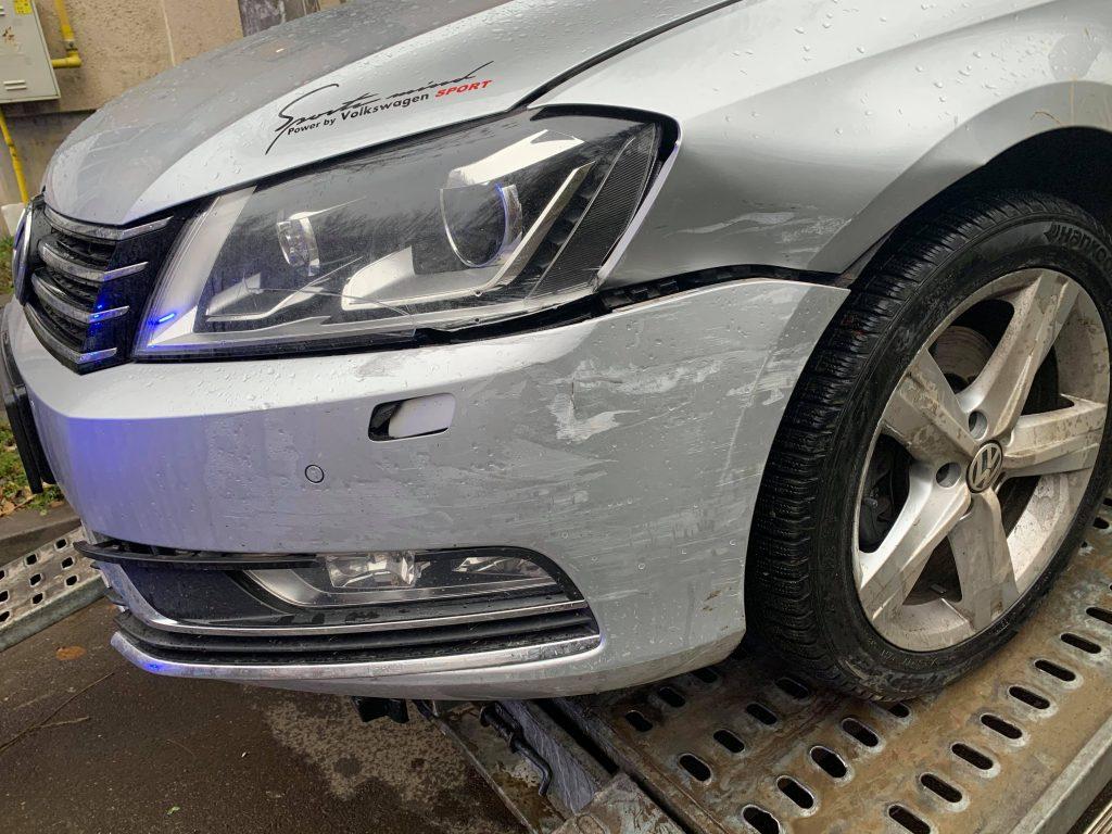 Atenţie, şoferi! Aţi lovit maşina singuri, trebuie să anunţaţi poliţia (Sursa foto: portalsm.ro)