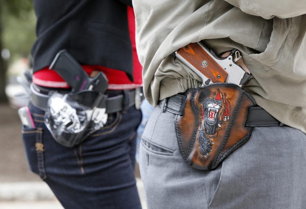 Statul american Texas permite portul de armă în public fără permis