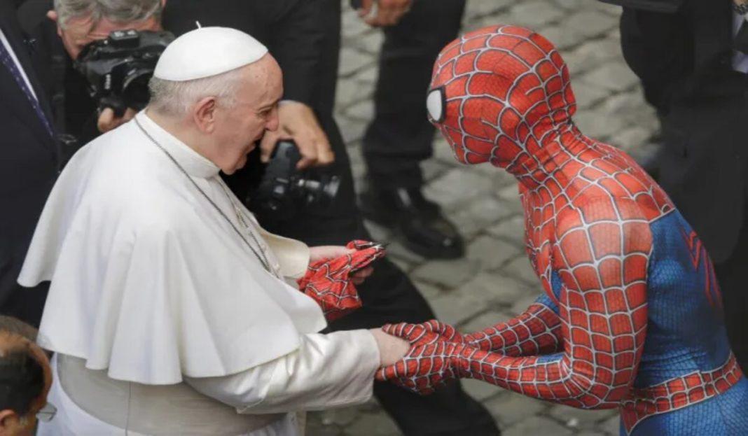 Spiderman, în audienţă la Papa Francisc