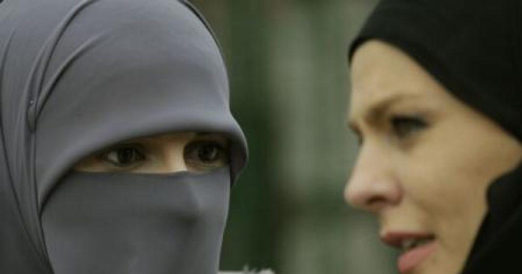 CJUE: Interzicerea purtării vălului islamic la locul de muncă nu este discriminatorie