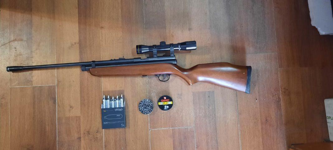 Un bărbat din Runcu s-a ales cu dosar penal nerespectarea regimului armelor și munițiilor și contrabandă calificată