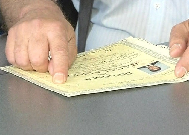 Tineri anchetaţi pentru că au vrut să se înscrie la facultate cu diplome de bac false