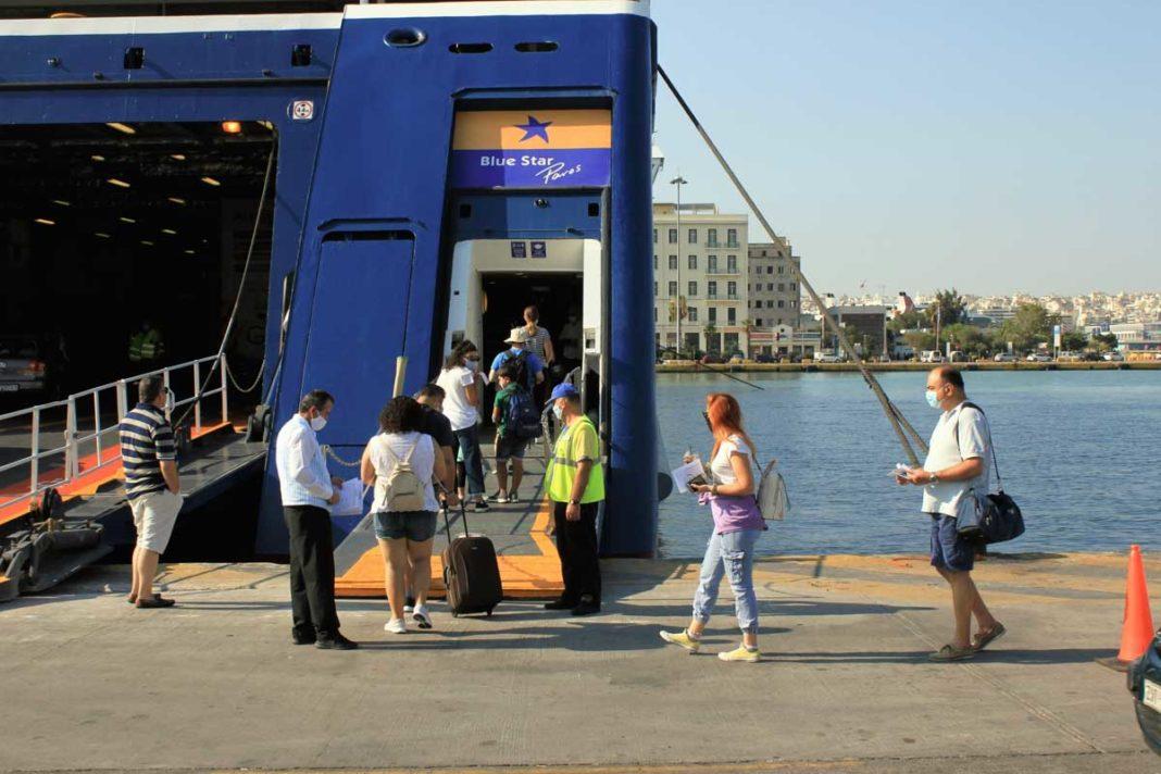2.500 de turişti, împiedicați să urce pe feriboturi în Grecia din lipsa documentelor