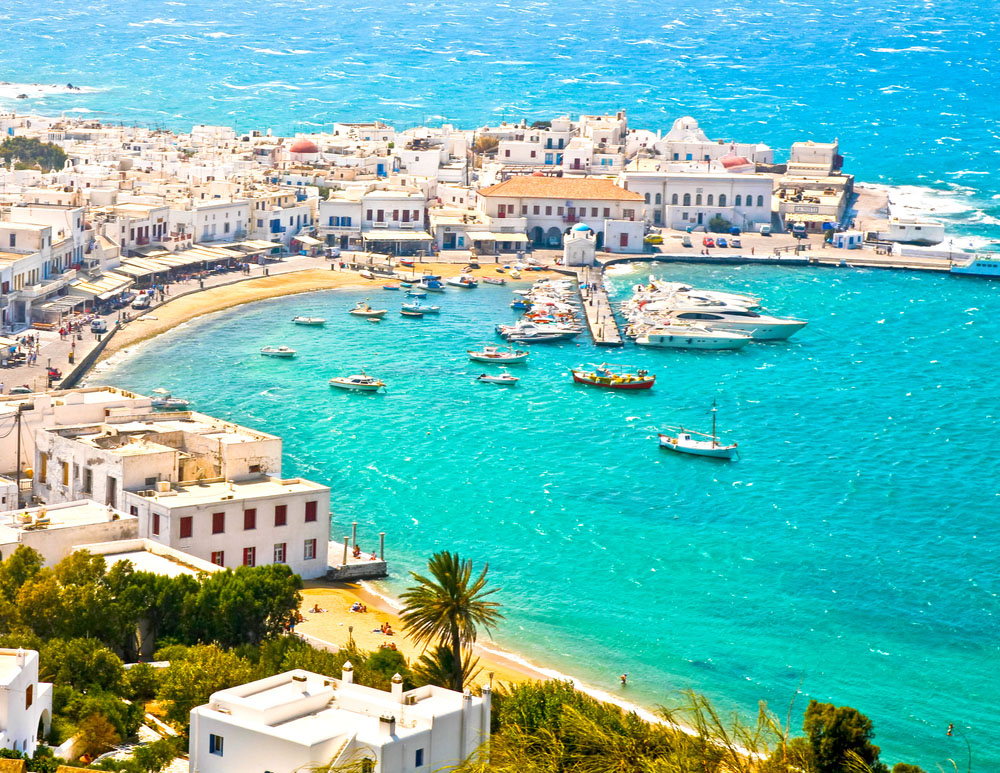 Noi restricții în Grecia. Autorităţile au interzis muzica în restaurante şi baruri şi au impus carantina de noapte pe insula Mykonos.