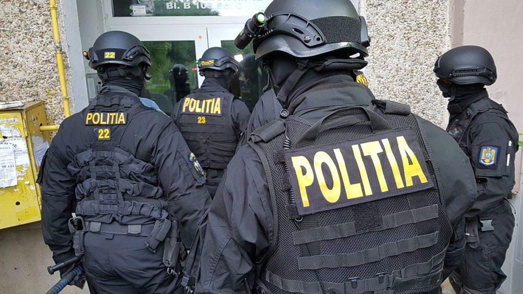 Percheziții într-un dosar de trafic de droguri și migranți
