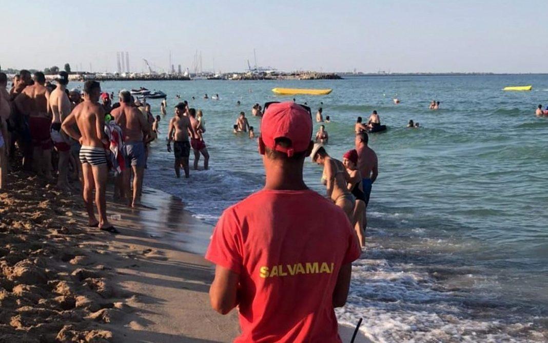 Salvamar jefuit în timp ce salva un tânăr. Hoțul, prins de un jandarm în concediu la mare