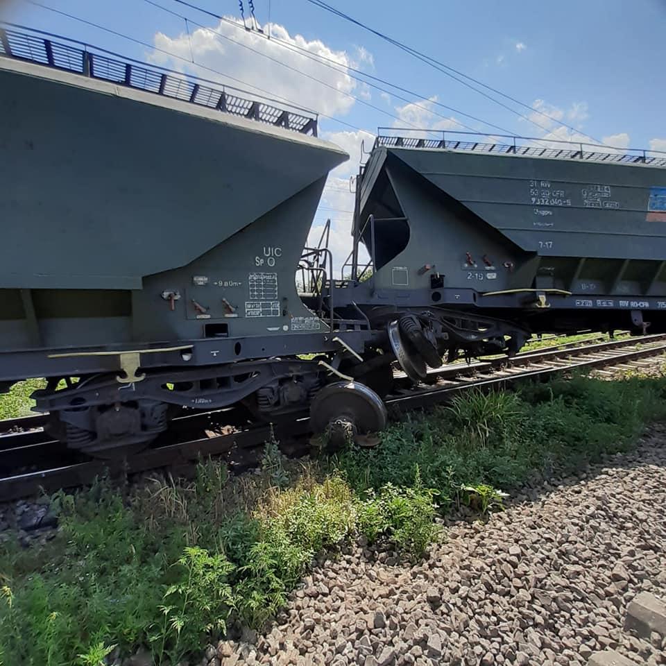 Tren de marfă deraiat la Feteşti (sursa foto: pagina FB FEROVIARI-intre profesie si pasiune)