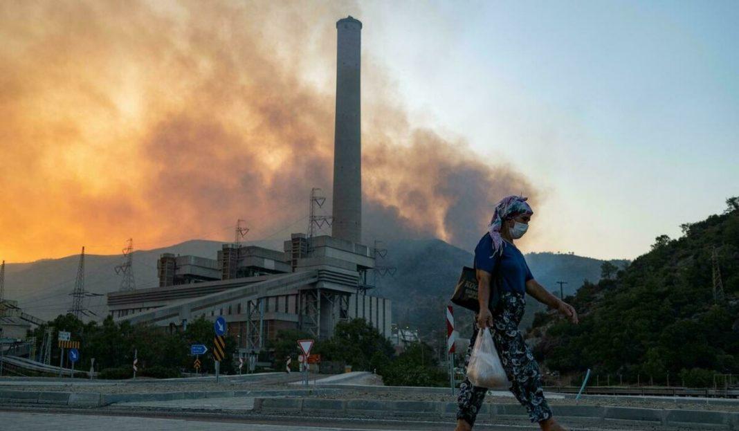 Turcia: Un incendiu de pădure se apropie de o centrală termică în care se află mii de tone de cărbune