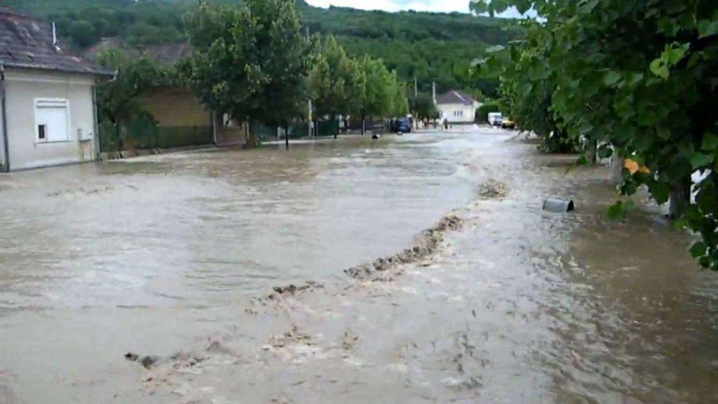 Guvernul alocă peste 377 milioane de lei pentru judeţele afectate de inundaţii